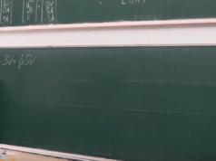 Tafel stürzt fast auf Dozenten