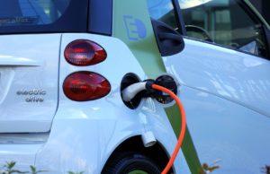 Elektroauto an der Stromtankstelle